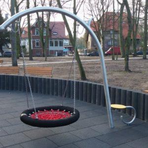 Hämähäkkikeinu leikkipuistoon
