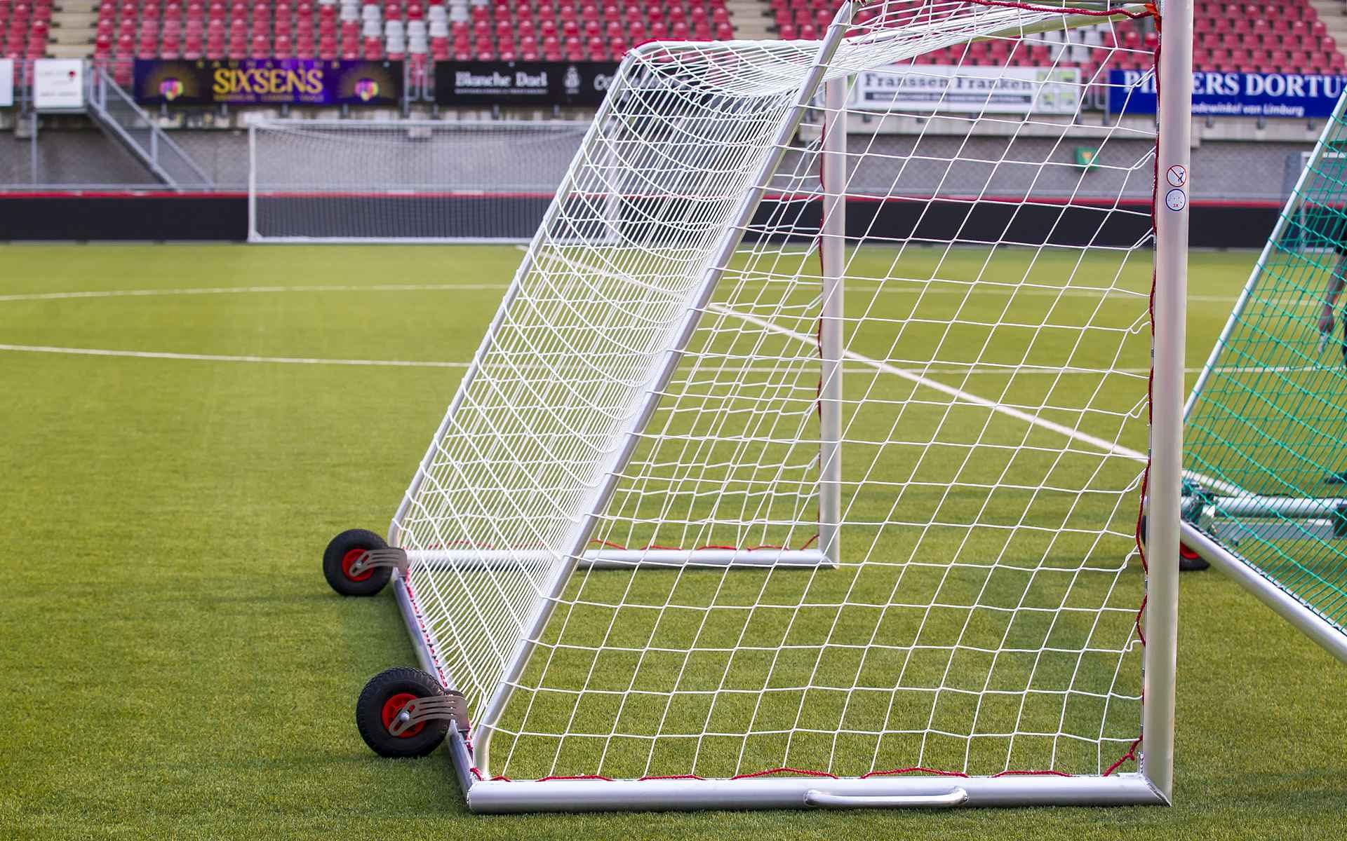 Jalkapallomaalin renkaiden kiinnitys Alusport