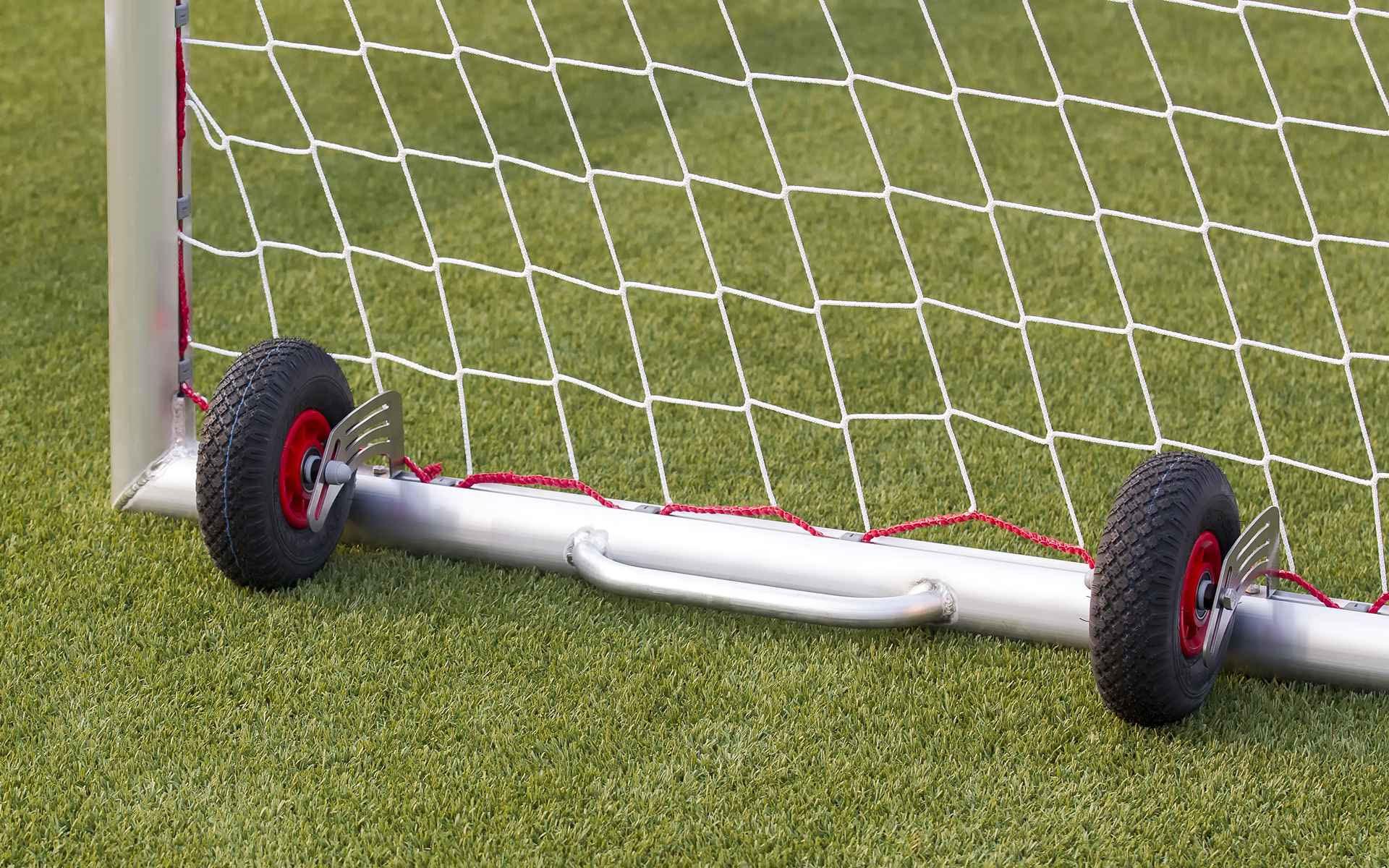 Siirterenkaiden kiinnittäminen Aluport jalkapallomaalin sivuun