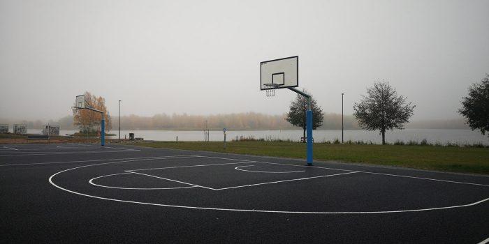 Koripallotelineet koulun pihalle / Coma-Sport koripalloteline ulkokäyttöön 1,65m ulostulolla