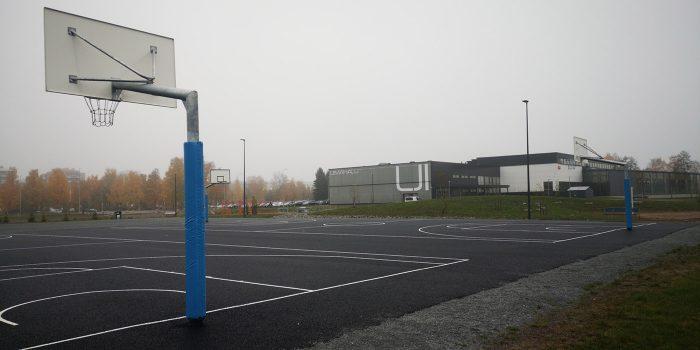 Maahan upotettava koripalloteline Coma-Sport 1,65m ulostulolla