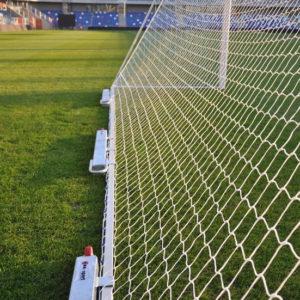 Kaatumaton jalkapallomaali esimerkki - 3x50kg vastapaino aikuisten koon maalissa