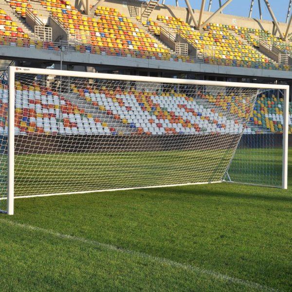 jalkapallomaali-stadionilla-coma-sport-aikuisten-koon-maali
