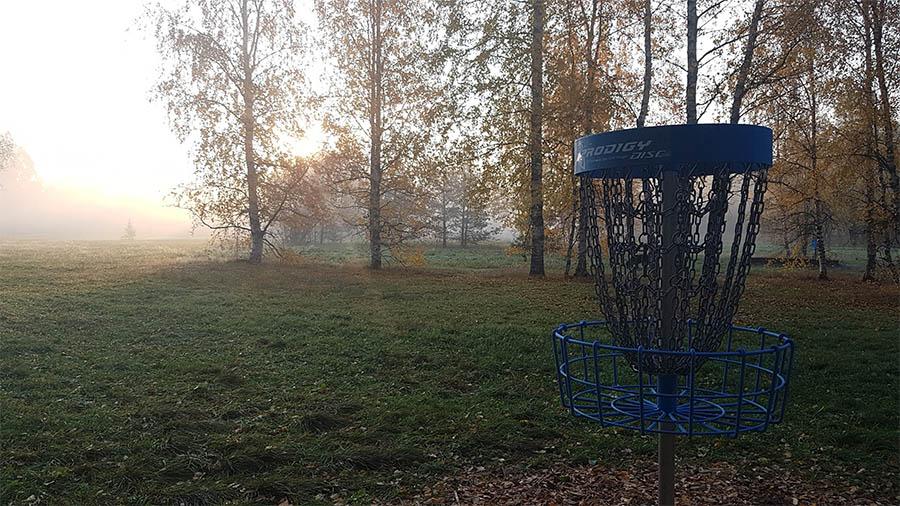 Frisbeegolf korin valinta - Radan rakentaminen