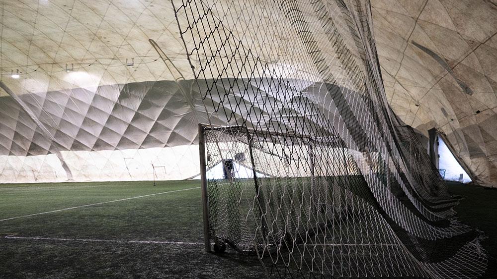 Palloiluhallin suojaverkot
