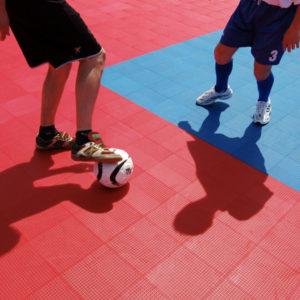 Urheilu / Monipelialusta sisä- ja ulkokäyttöön Gripper