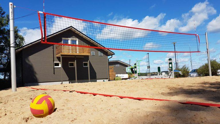 beachvolley-kentan-rakentaminen-tolpat-rajalinjat-verkot