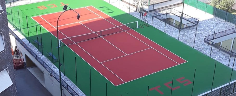 Ulko tenniskentän alusta